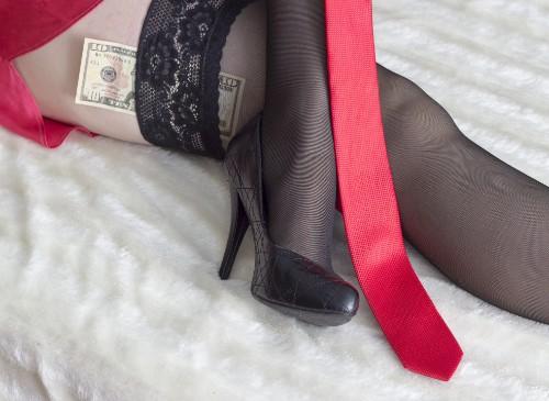 ハイヒールを履いた女性の脚